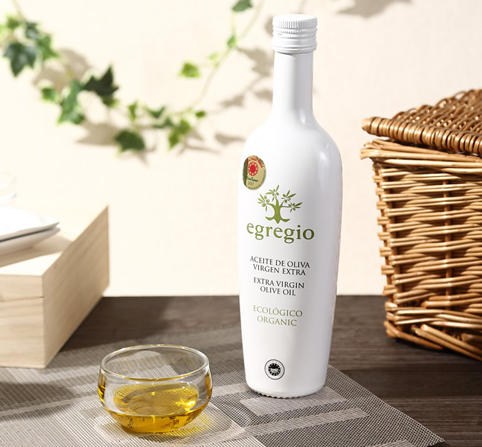 ボトルデザインも素敵です。白いボトルはオーガニックを表現しています。